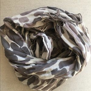 Grey print Gap scarf